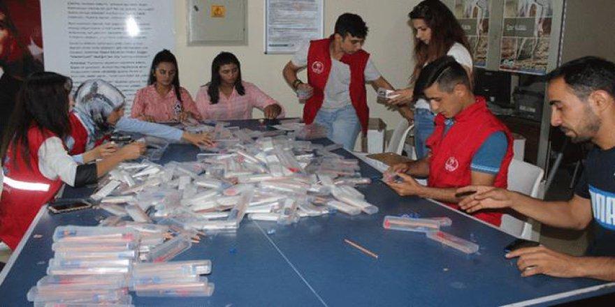 Gönüllü gençler köy çocukları için kalem topladı
