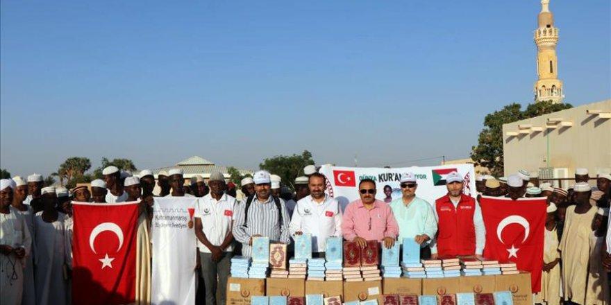 Maraş'tan giden 20 bin Kur'an Sudan'da dağıtıldı