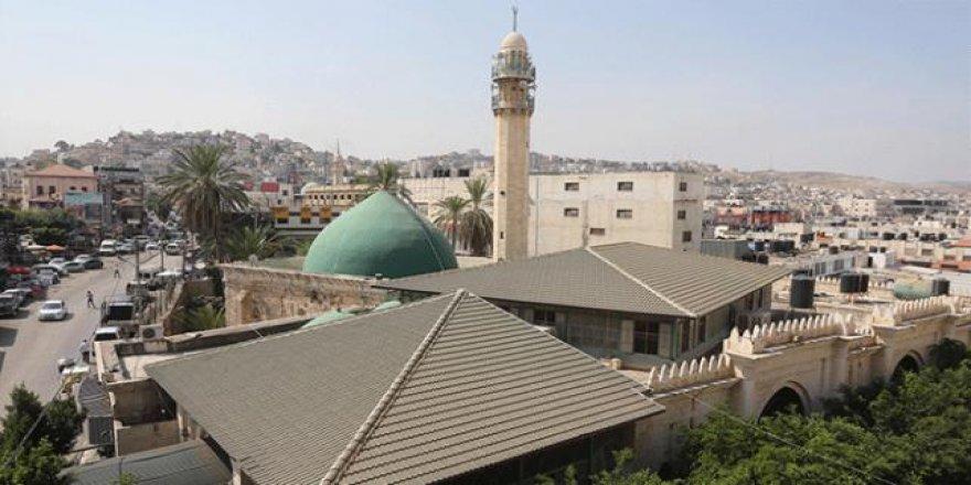 Filistin'deki ecdad yadigarı cami güzelliği ile büyülüyor