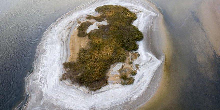 Van Gölü suları çekildi, adacık ortaya çıktı
