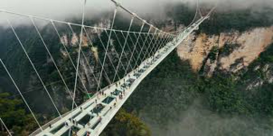 Çin'de manzarası ile büyüleyen köprü ziyaretçilerini bekliyor
