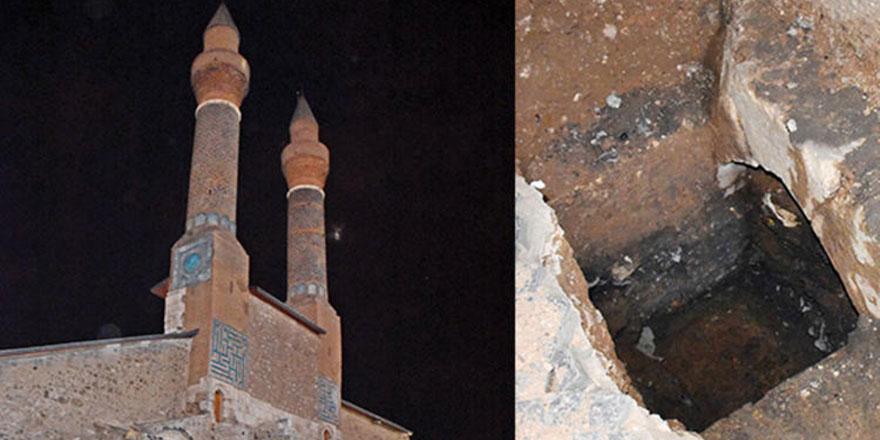 Çifte Minareli Medrese'de gizli tünel