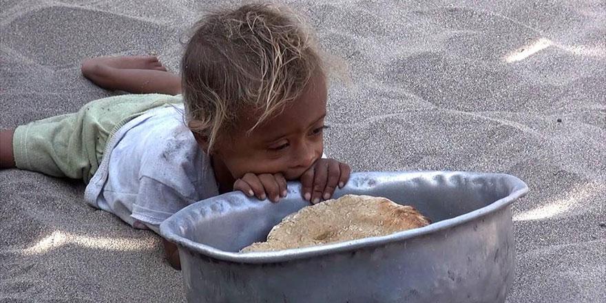 Yemenliler yaprak yiyerek hayatta kalmaya çalışıyor