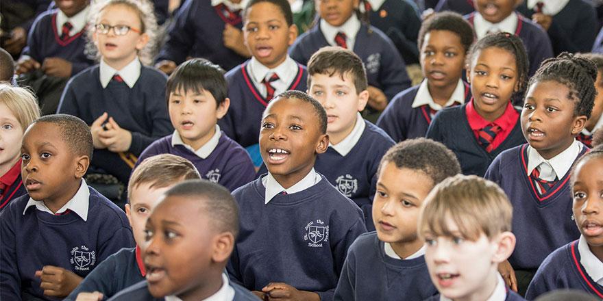 İngiltere'deki okullarda konuşmak neredeyse yasaklandı