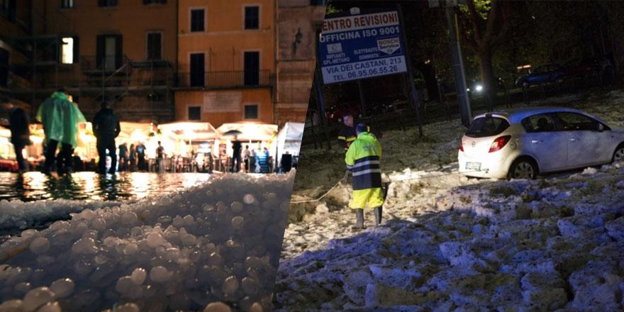 Roma'da dolu yağdı yollar buz kütlesi ile doldu