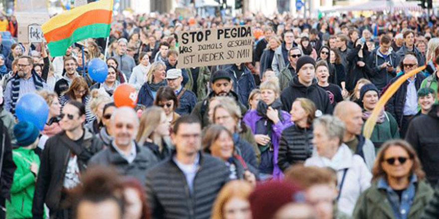 Almanya'da İslam karşıtı hareket protesto edildi