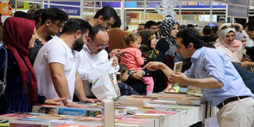 Kayseri'deki kitap fuarı doldu taştı