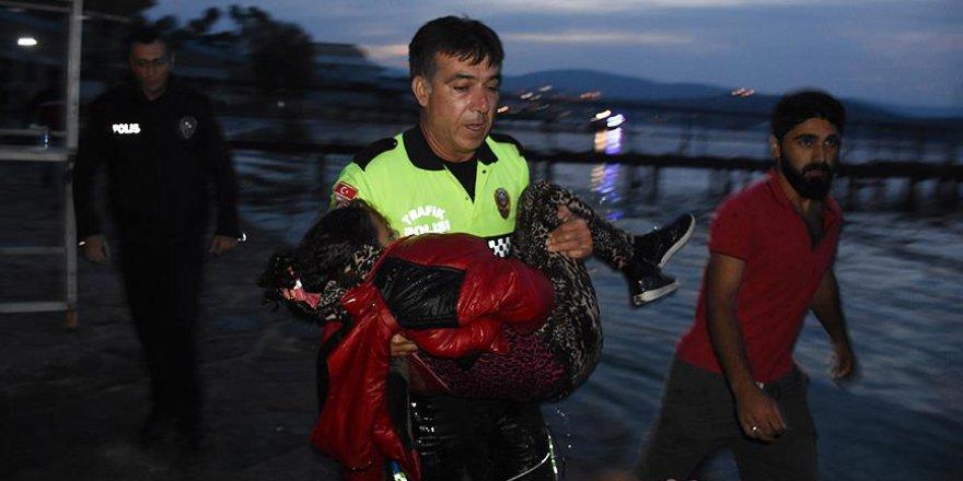 Göçmen kızı kurtarmaya çalışan polis yaşadıklarını anlattı
