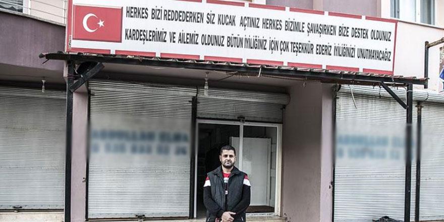 Suriyeli terzi Türkiye'ye teşekkür için tabela yaptırdı