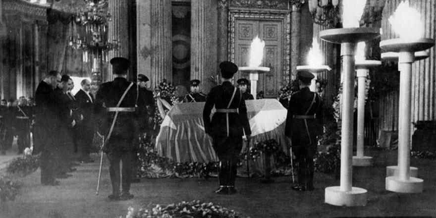 Image result for atatürk'ün cenazesi