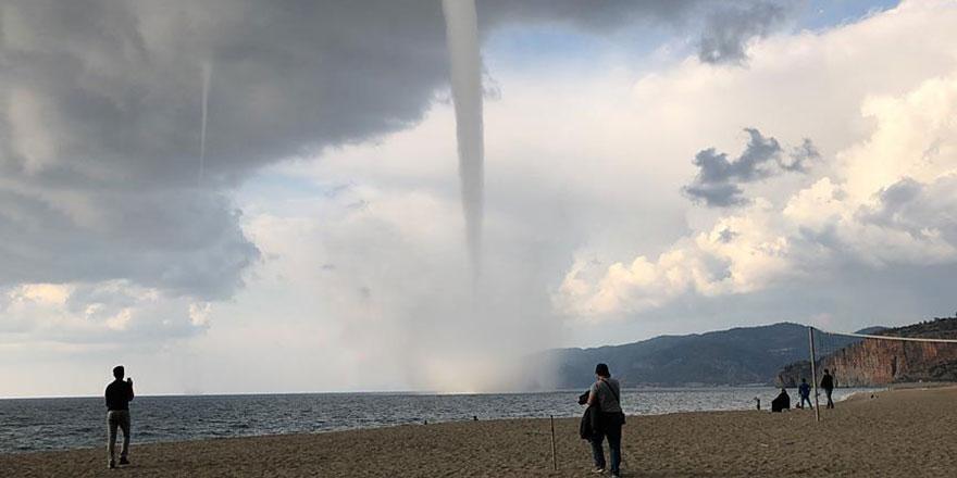 Antalya'da hortum, adamı 15 metre uçurdu