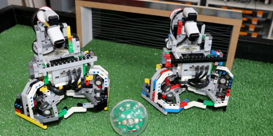 Türkiye'de yapılan yapay zeka robotlar futbol maçı yaptı