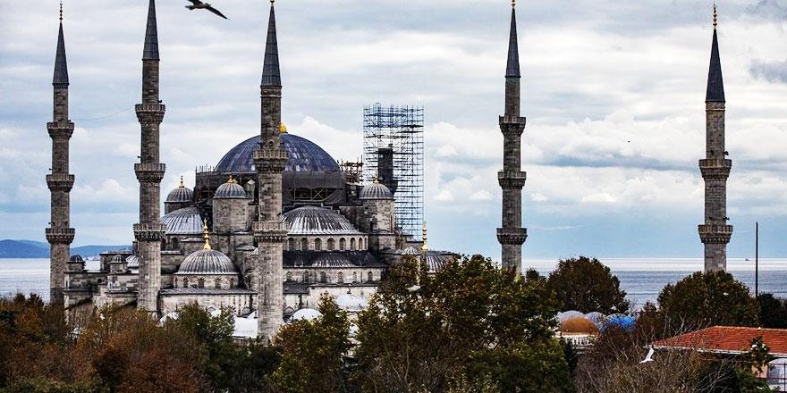 Sultanahmet Camiinin minaresi eksik