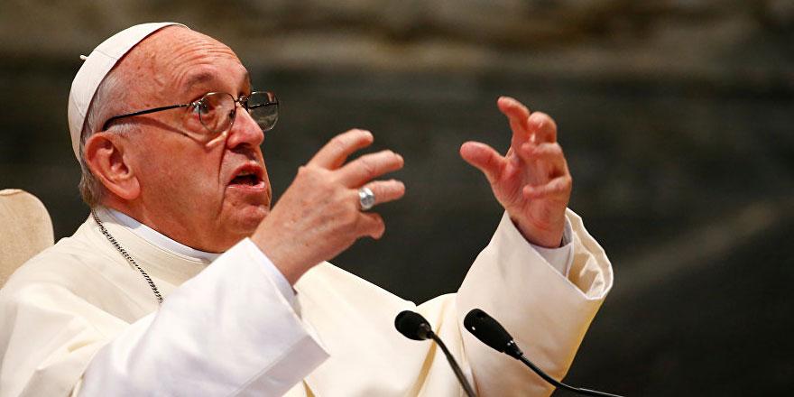 Papa'dan siyasilere: Tüm kötülükleri göçmenlere yüklemeyin