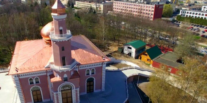Belarus'taki Minsk Camii her kesimden Müslümanı çekiyor