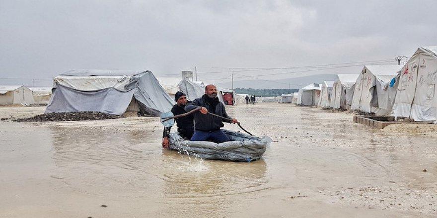 Suriye'deki Filistin mülteci kampı sular içinde kaldı