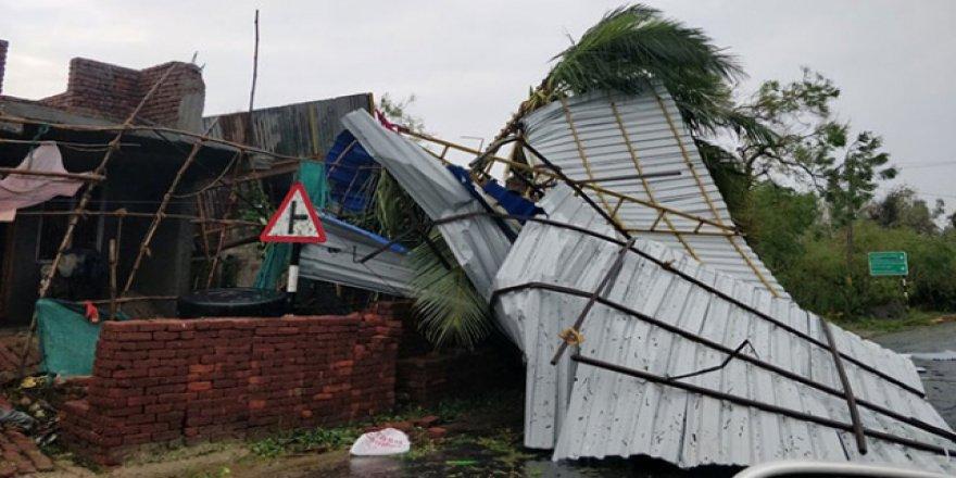 Hindistan'daki fırtınada ölü sayısı 23