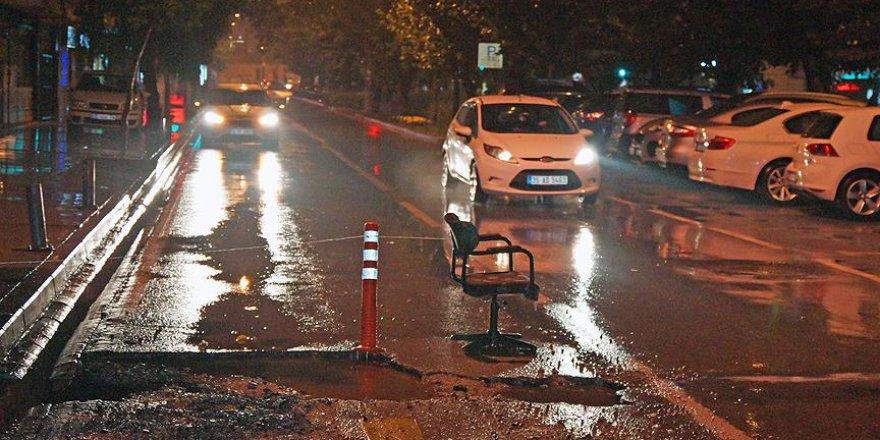 İzmir'in ortasında trafiğe 'sandalyeli' koruma