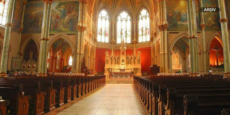 Papaz kiliseyi soydu