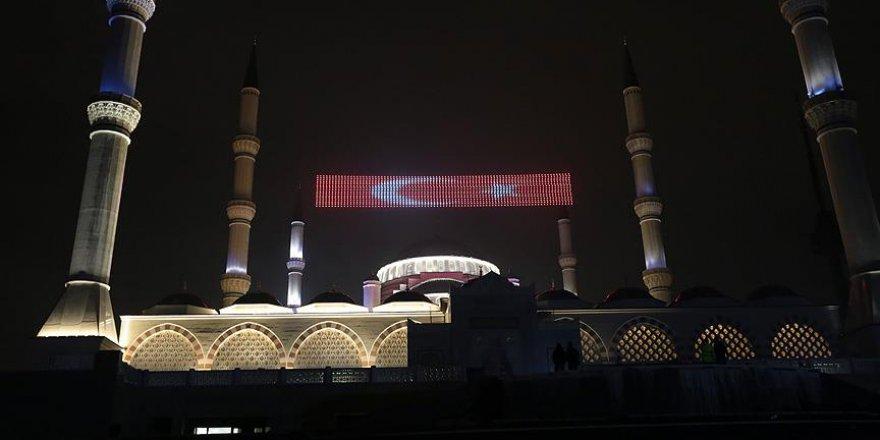 Çamlıca Camisi'ne mahyalar asıldı