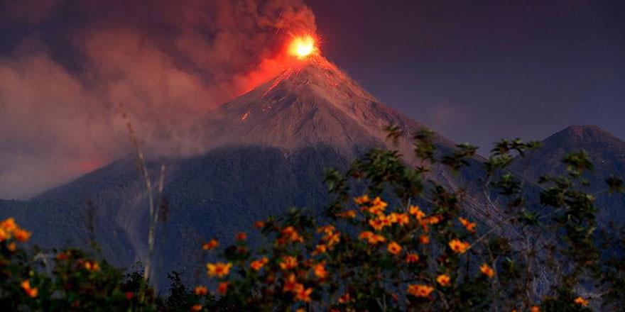 Ateş Volkanı'ndan kaçış başladı
