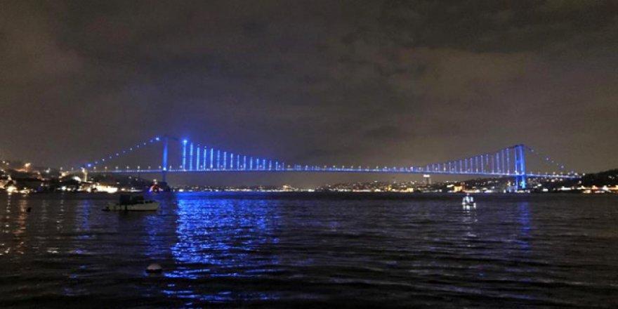 İstanbul'un simgeleri çocuk hakları için maviye döndü