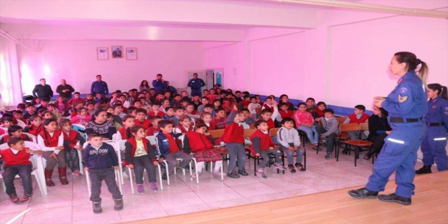 Jandarma köy öğrencileriyle buluştu