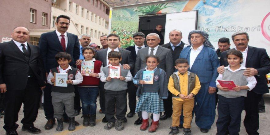 Hakkarili köy öğrencileri farklı kitaplara kavuştu