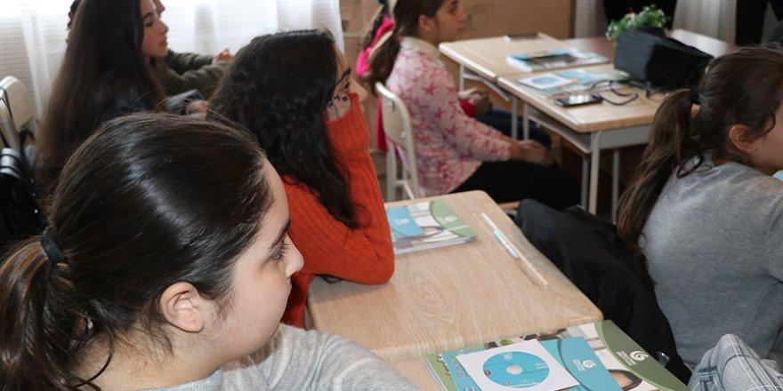 Gürcistan'daki okulda Türkçe seçmeli ders oldu