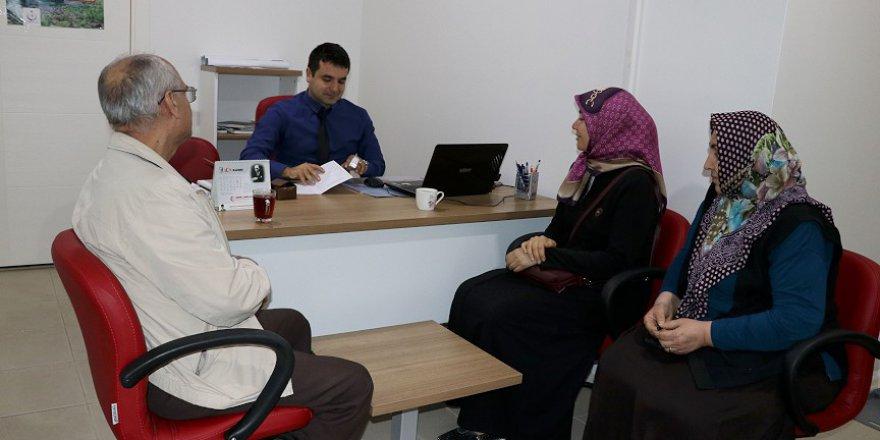 Adana'daki Sağlıklı Hayat Merkezi sohbet ederken sağlık öğretiyor