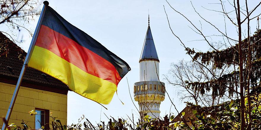 Almanya iç istihbaratı Diyanet'i izlemeyecek