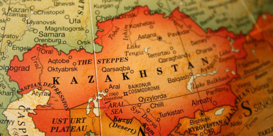 Alfabeyi değiştiren Kazakistan'da uygulama başladı