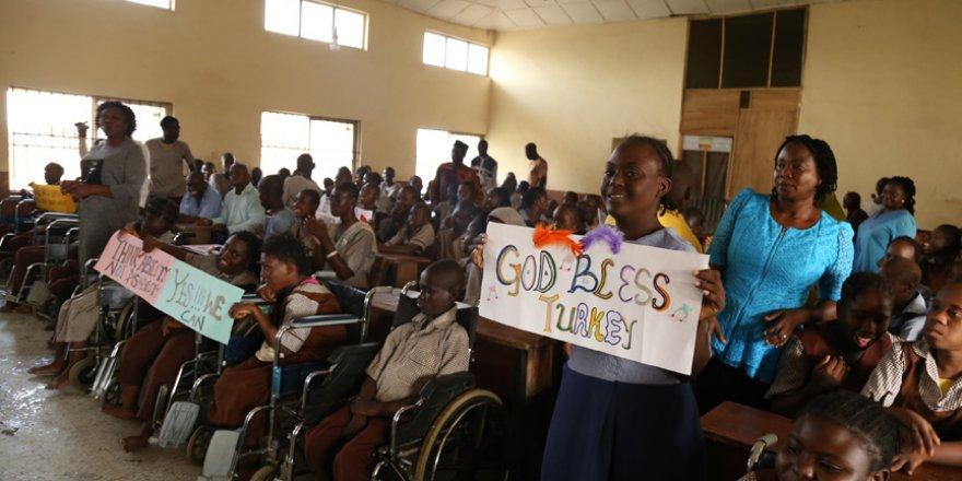 Nijerya'da engelli okuluna Türkiye'den ziyaret