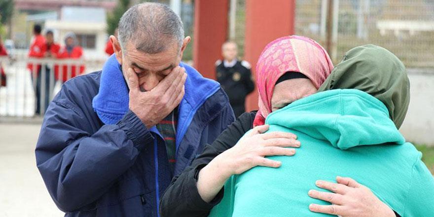 Suriyeli kızın ailesine kavuşması herkesi ağlattı