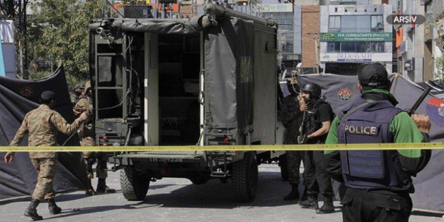 Pakistan'da medreseye terör saldırısı
