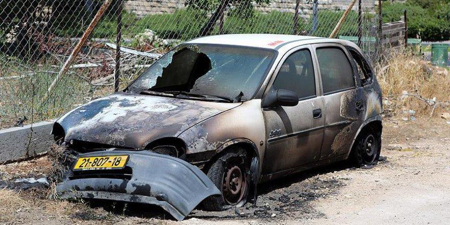Yahudi yerleşimciler Filistinlilere ait araçları ateşe verdi