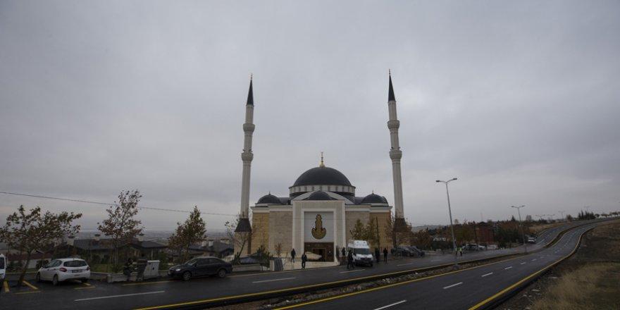 Abdullah Bin Ali Al Attiyah Camisi törenle ibadete açıldı