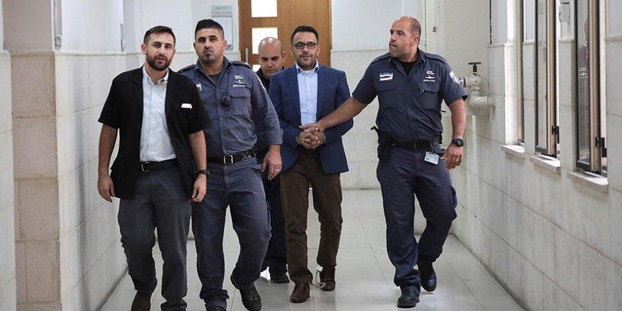 İşgalci İsrail Kudüs Valisi'ni bir kez daha gözaltına aldı
