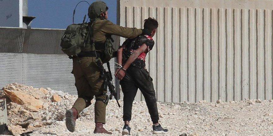İsrail güçleri 5 Filistinli çocuğu gözaltına aldı
