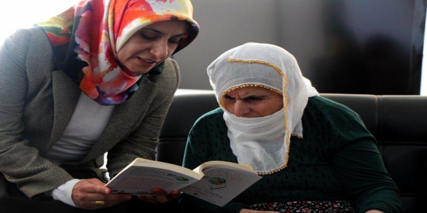 Elazığlı öğretmenler yaşlılara kitap okuyacaklar