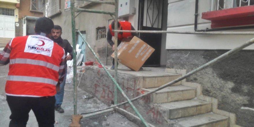 Antep'teki yangından mağdur olan aileye Türk Kızılayı'nın yardım eli
