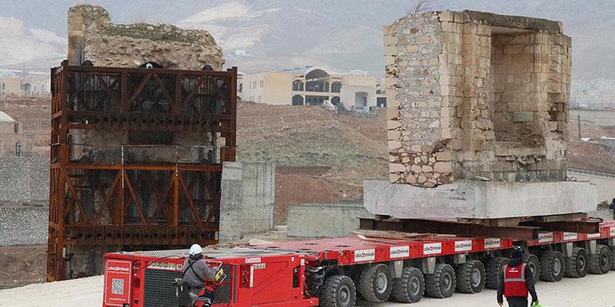 600 yıllık Eyyubi Camisi'nin ilk bölümü taşındı