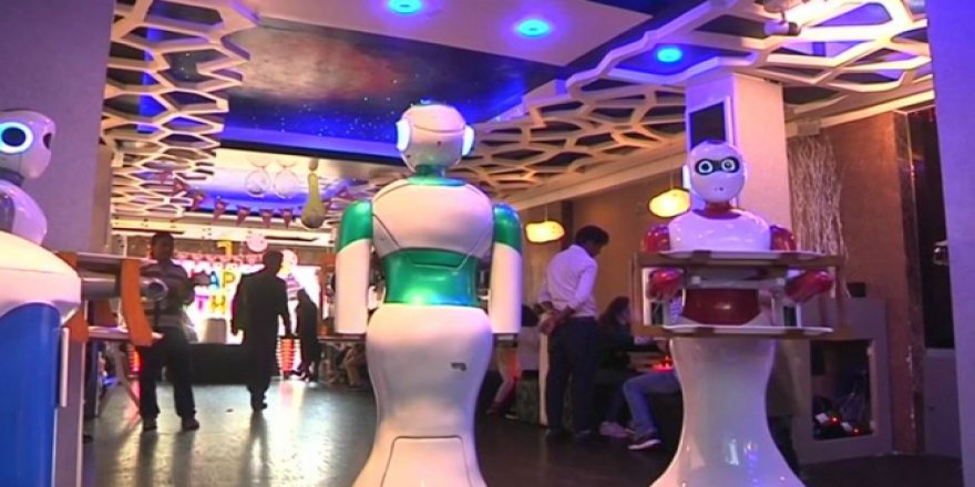Robot teknoloji Nepal'e kafelerden girdi
