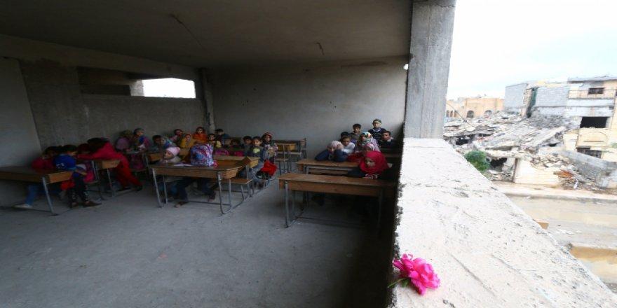 Enkazlar arasında eğitim mücadelesi
