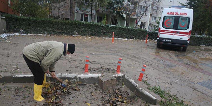 Edirne'de selin ardından temizlik başladı