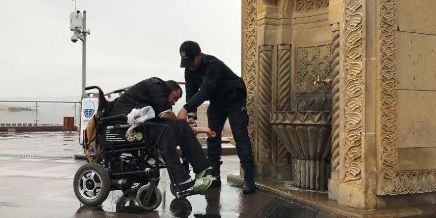 Polisin engelli vatandaşa abdest aldırması takdir topladı
