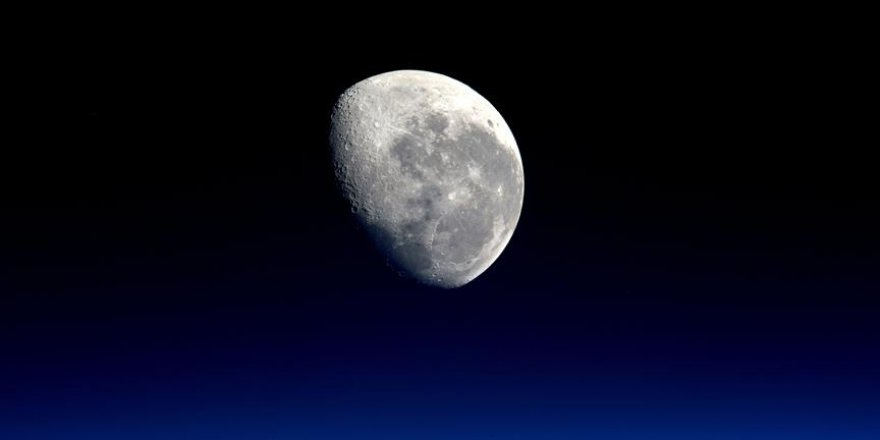 NASA Ay'ın peşini bırakıyor