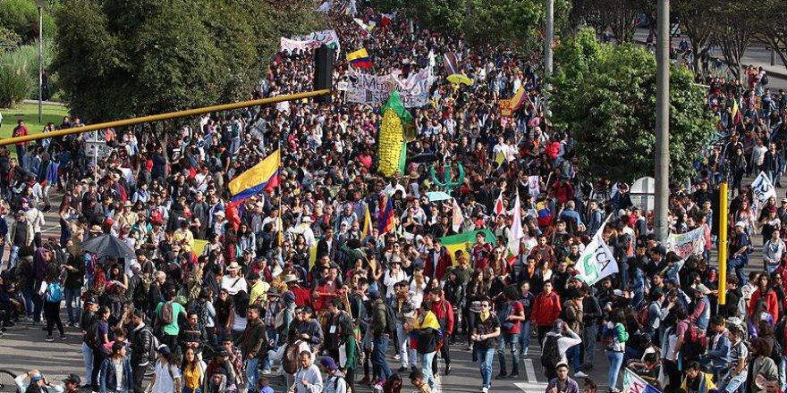 Kolombiya'da halk sokaklardan çıkmıyor