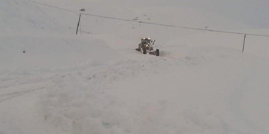 Hakkari'de kar yağışı: 6 köy 25 mezra ulaşıma kapandı