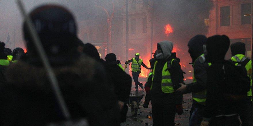 Paris'te cumartesi bilançosu: 30 yaralı